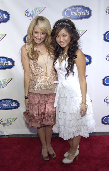 Brenda Song And Ashley Tisdale SuRvEy