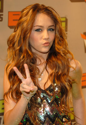 http://www.blog-city.info/en/img4/4879_MileyCyrus_Mazur_11649099_400.jpg